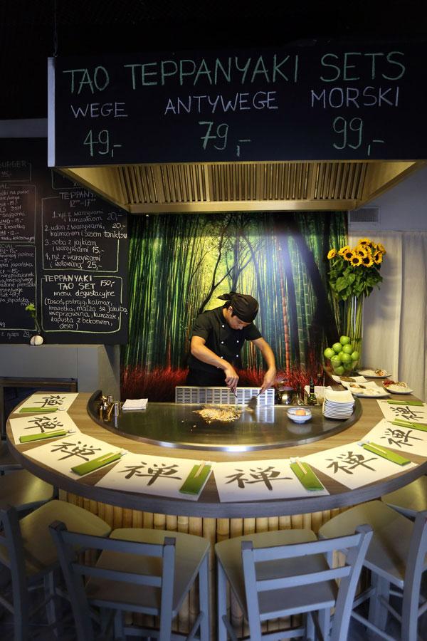 Przy stole, na którym przyrządza się teppanyaki jest 8 miejsc. (fot. arch. TAO by Zen)